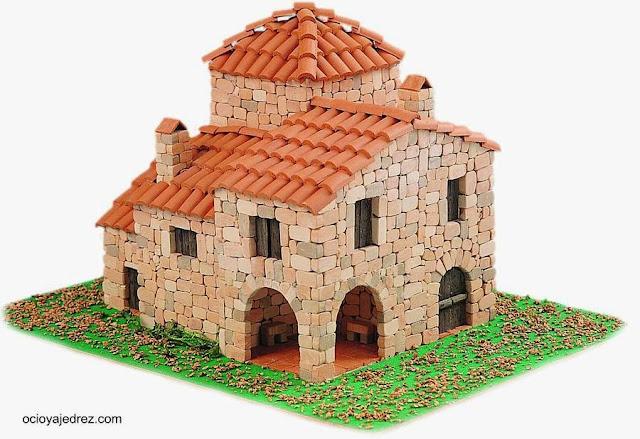 Maqueta de una casa de pueblo de piedra y cerámica