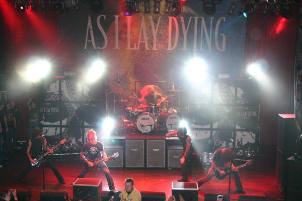 As I Lay Dying: Metalcore norteamericano (Y enlace a su último disco en el post) Aild-live