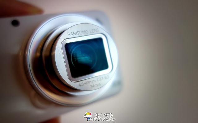 A little close up of Samsung GALAXY S4 Zoom Lens (4.3-43 mm 1:3.1-6.3 24mm)