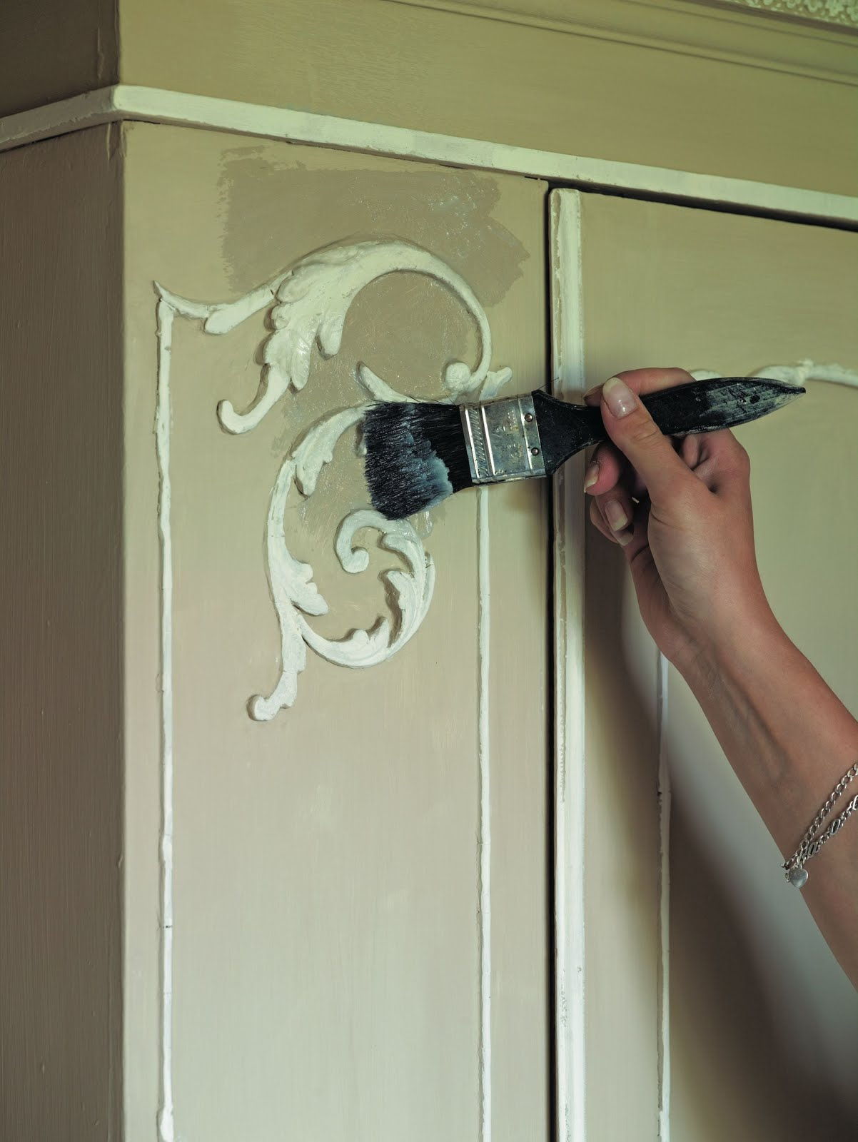 Shades of amber how to use chalk paint for Painting with chalk paint