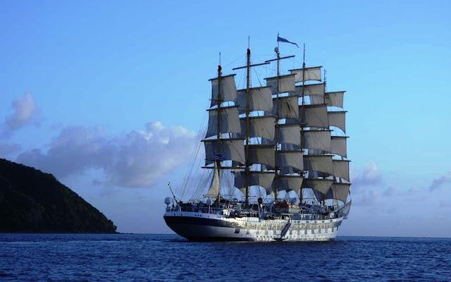Gambar Kapal Layar Clipper di laut tenang