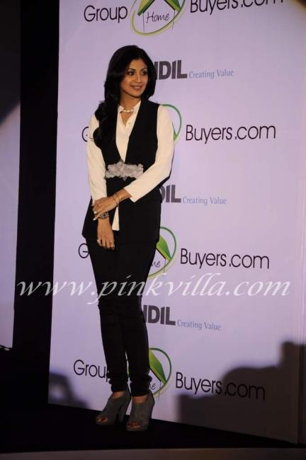 Shilpa Shetty And Raj Launch www.grouphomebuyer.com