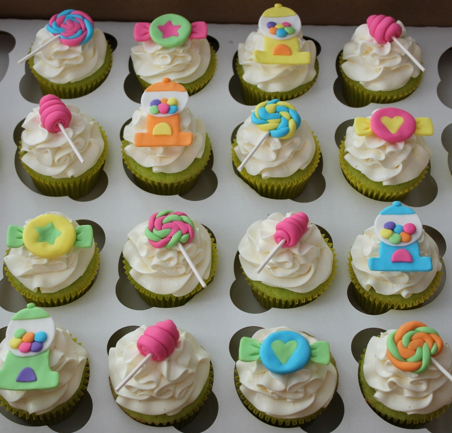 Cupcake Decorating Ideas With Candy : Emily s Delights: Candy Cupcakes & Toppers 02/2011
