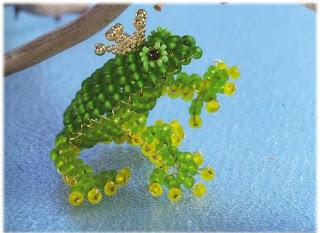 Объемная лягушка из бисера