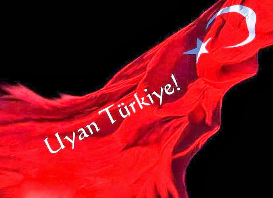 Büyük Türkiye düşmanı kimdir?  Bu topraklarda ne zaman payitaht zayıflasa, ne zaman devlet zayıflasa gözünü dışarı çeviren, kirli işbirliği yapacağı bir dış güç arayanlar Büyük Türkiye düşmanıdır.  Koca Osmanlı çınarını devirmek için var gücüyle saldıran düşmana direneceğine, çınarın gövdesini içeriden kemirip çürütenler Büyük Türkiye düşmanıdır.  Osmanlının insanlığa kazandırdığı değerleri ve saygınlığı konuşacağına, her fırsatta İmparatorluğun ayıbını, günahını bulmak için tarihin çöplüğünü karıştıranlar Büyük Türkiye düşmanıdır.  Cumhuriyeti kurarken kalbi heyecanla atan, ülke ayakta kalsın diye Milli Mücadeleye elindeki avucundakini veren, oğlunu, kızını cepheye süren, sonunda kendi canını veren Anadolu'nun sessiz kahramanlarını, garibanlarını yok sayan, görmeyen tarih yazanlar Büyük Türkiye düşmanıdır.  Bu ülkenin tüm renklerini, seslerini, tebessümünü, sevincini, neşesini bir Meclis içinde toplayan ve oradan var olma savaşı veren Osmanlı ruhunu kim sonrada tasfiye ettiyse, kim düşman ilan ettiyse ve kim o ruhu öldürdüyse Büyük Türkiye düşmanı odur.  Dört kıta, yedi iklim hüküm sürmüş bir İmparatorluğun ufkunu, hayalini, büyüklüğünü anlamayan; bizi dar ulus kalıplarına, dar sınırlara hapseden, 'küçük olsun benim olsun' diyen zihniyet Büyük Türkiye düşmanıdır.  Bu ülkenin hayallerine hizmet etmiş, bayrağını gururla taşımış, toprağına alın teri dökmüş, savaşlarda can vermiş, kan vermiş, alnı secdede ülkesi için dua etmiş Kürtleri kim dışladıysa, incittiyse, hain ilan etiyse, sürdüyse, isyana teşvik ettiyse Büyük Türkiye düşmanı odur.  İslam inancı içinde Anadolu'da hayatlarını sürdüren Alevileri yıllarca tahrik eden, kandıran, devletine, milletine düşman ettiren ve büyük Müslüman ailesinden kopartıp din düşmanı yapmak isteyen her kimse Büyük Türkiye düşmanıdır.  Kim ki kızlarımızı başı örtülü, başı açık diye ayırmışsa, kim ki başörtülü anamızı dışlamışsa, asker oğluna hasret bırakmışsa, kim ki üniversiteleri, devlet dairelerini, meclisi baş örtülü insana haram et