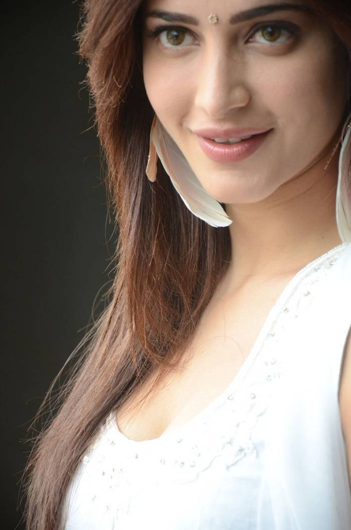 Shruti K Hassan in White Salwar Suit Photoshoot