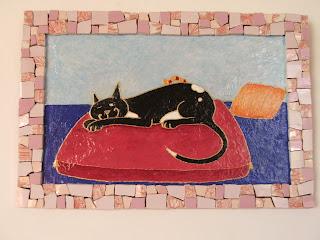 création d'un tableau chat noir à la sieste cadre en mosaïque et chat en peinture ideal pour cadeau de naissance pate de verre faience tout l'univers créatif de mimi vermicelle