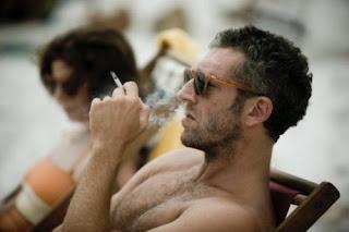 Vincent Cassel fumando