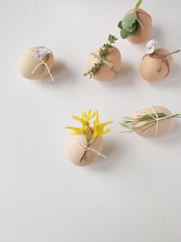 Wielkanocne jajka z kwiatami