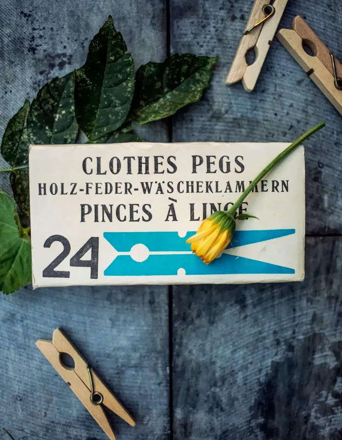 vintage cloth pins photo by Kreetta Järevnpää blog: www.gretchengretchen.com
