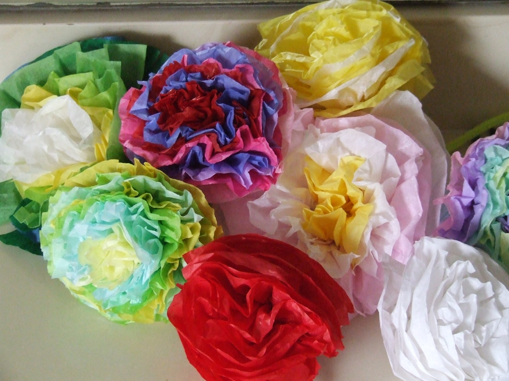 Idealeon cinco de mayo tissue paper flowers tutorial you can use gift tissue and pipe cleaners they are very easy and inexpensive we used this craft for a non messy and cheap and satisfying craft for mightylinksfo