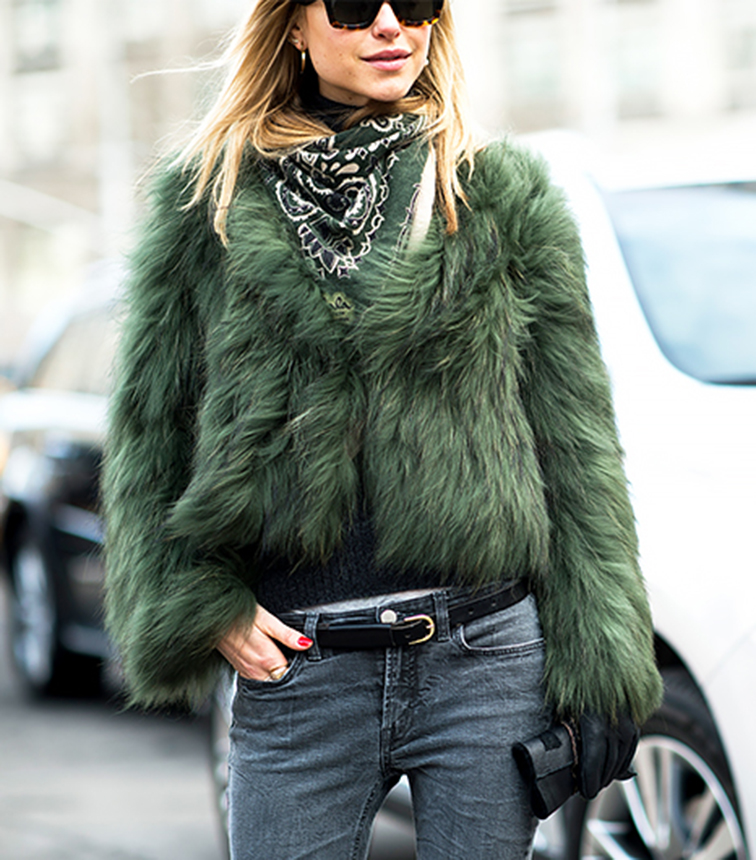 Look de Pernille street style, green chubby fur, off duty, style icon, fashion blogger
