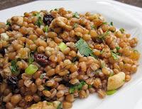 Salada de Trigo com Nozes e Passas (vegana)