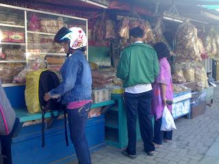 Beli Oleh - Oleh Makam Sunan Gunung Jati Cirebon