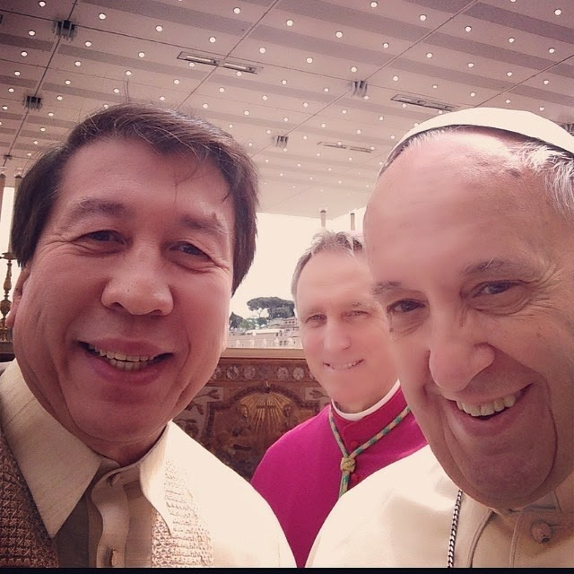 A selfie shot by rodolfo fariñas with pope francis the 266th during the canonization with pope john paul and pope john