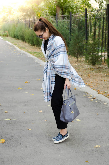 diyorasnotes_fashion blogger_oversized scarf Asos_grey bag_pants_Asos
