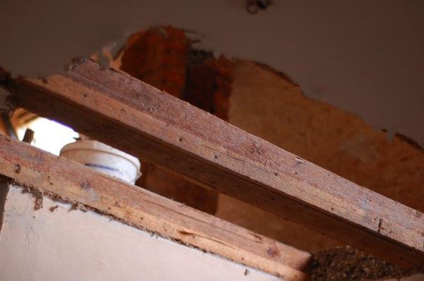 Wenn eine neue oder zusätzliche treppe eingebaut werden soll, ist dafür zunächst ein deckendurchbruch erforderlich. Karl Erwin Und Die Frau Ein Haus Wird Glucklich Treppendurchbruch