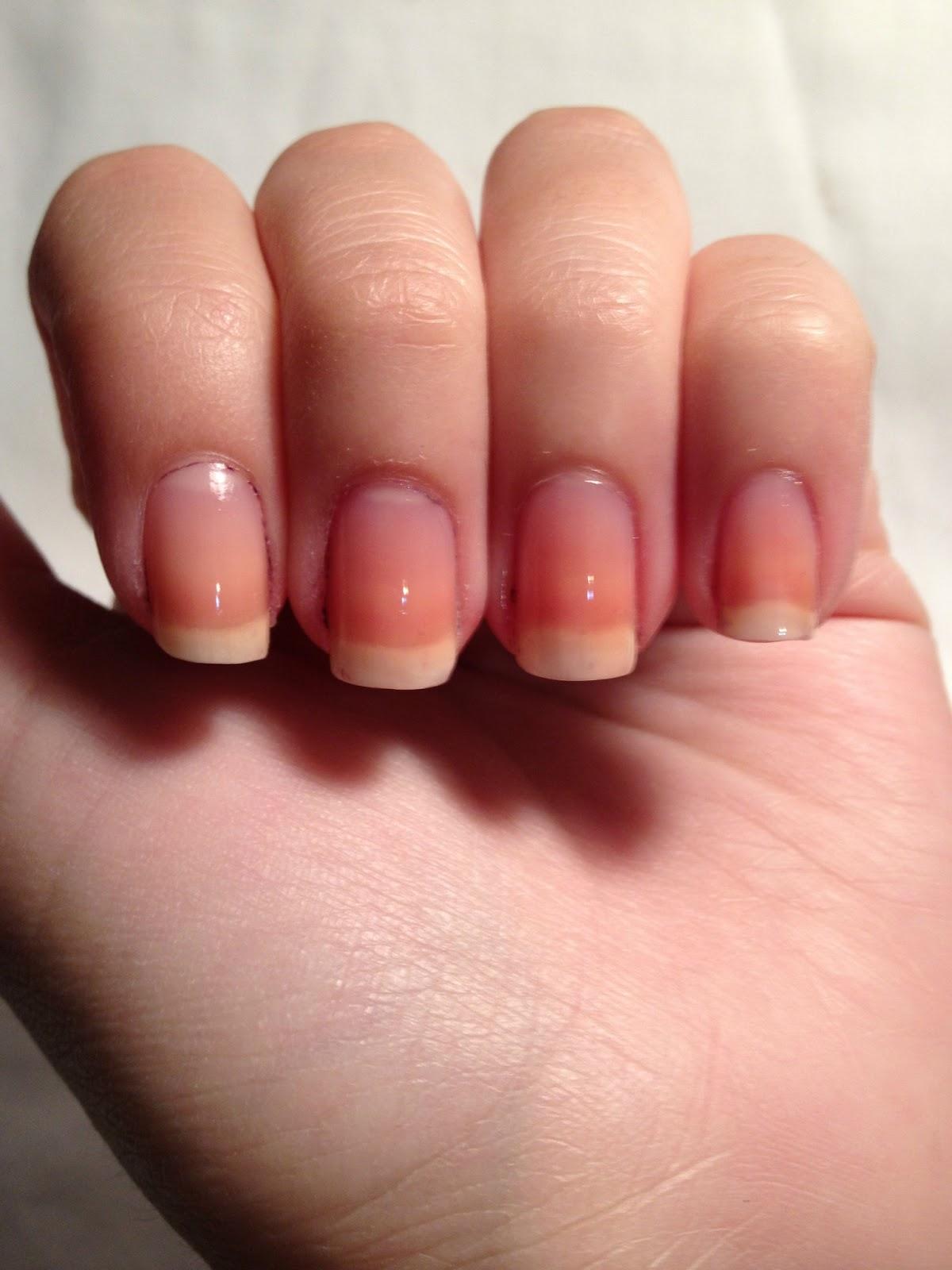 Nail Polish Heaven: DYI: Striping Tape & Cute Manicure.