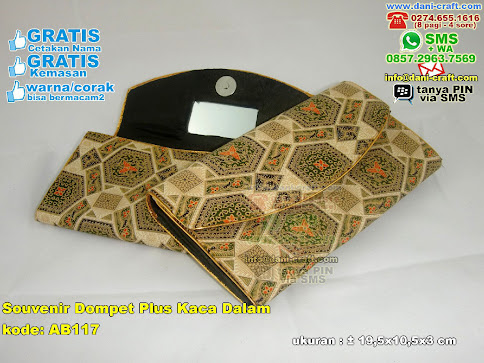 Souvenir Dompet Plus Kaca Dalam