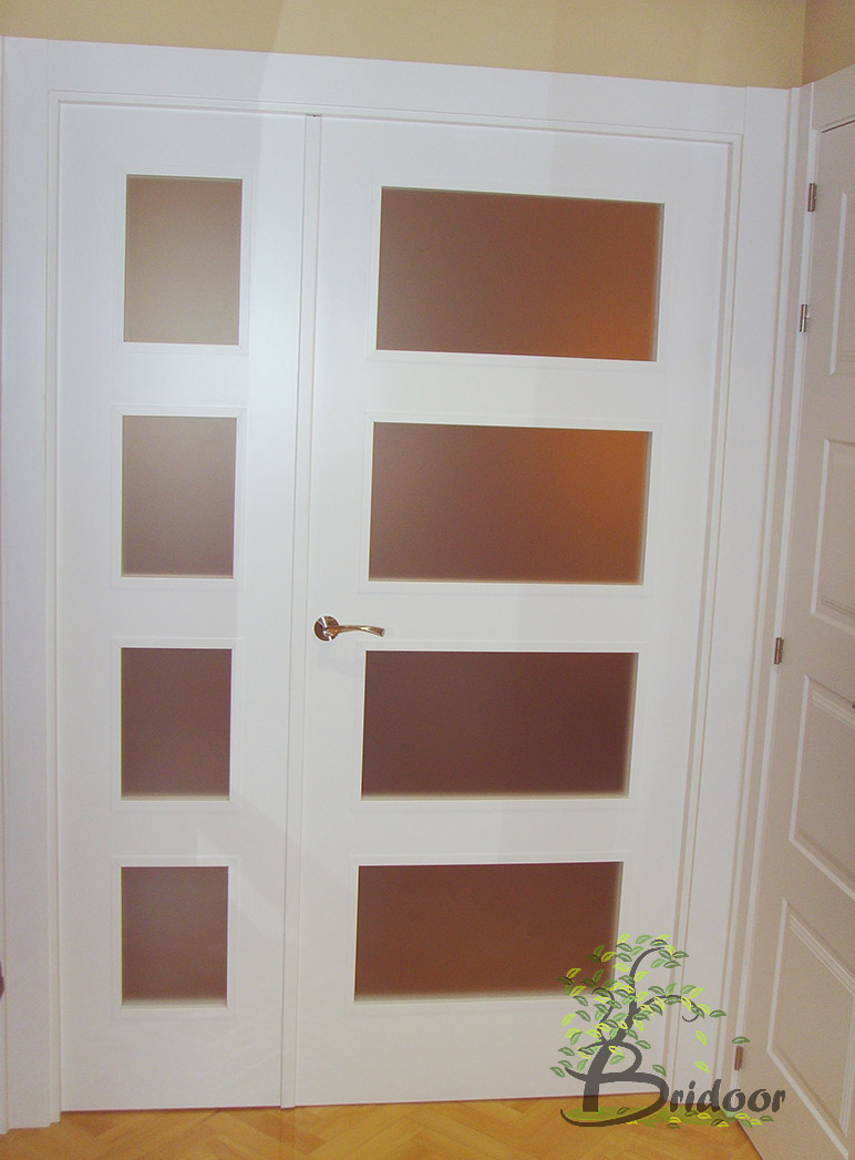 Bridoor s l puertas y armarios lacados para un piso en for Puertas y armarios
