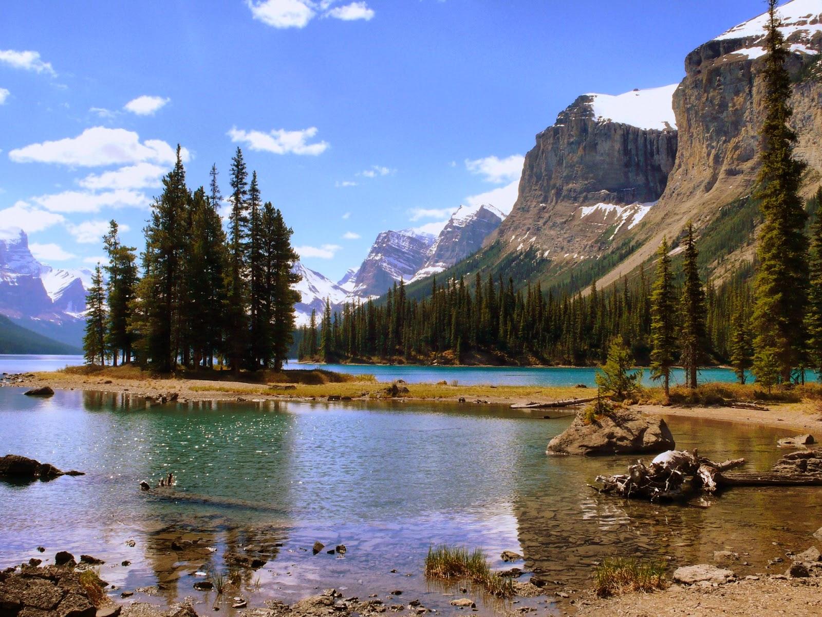 Hermosas montañas lago