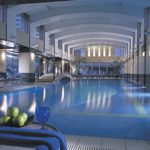 Luxury life design ritz carlton shanghai for Luxury indoor swimming pool design