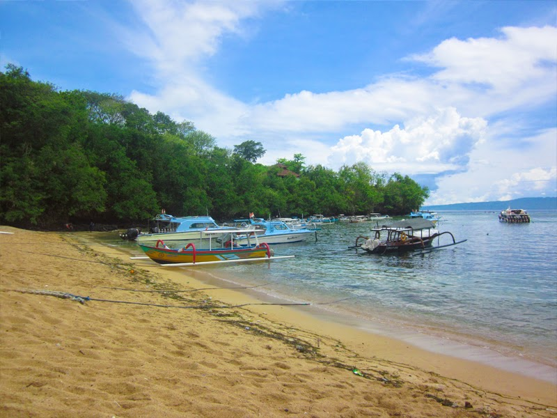 Tempat Wisata Pantai Padang Bai Karangasem