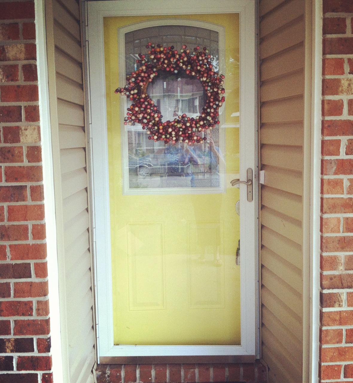 Walk a day in my flip flops choosing a yellow front door for Door 4 montpellier walk