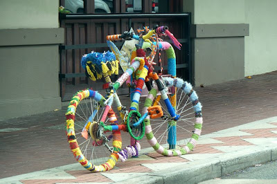 knitted bike rack stu rapley colourful knitbomb knithacker