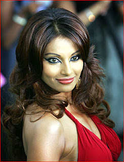 red dress of Bipasha basu looks very sexy and hot