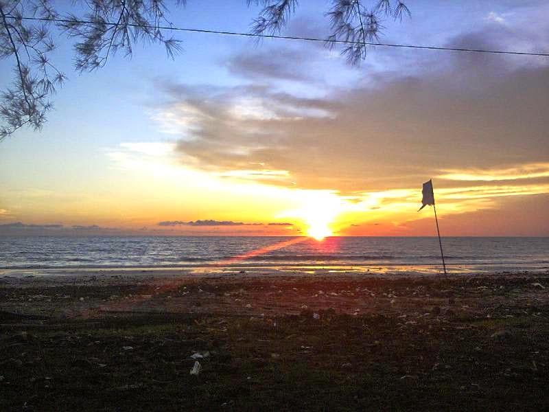 Sunset di Pantai Batakan