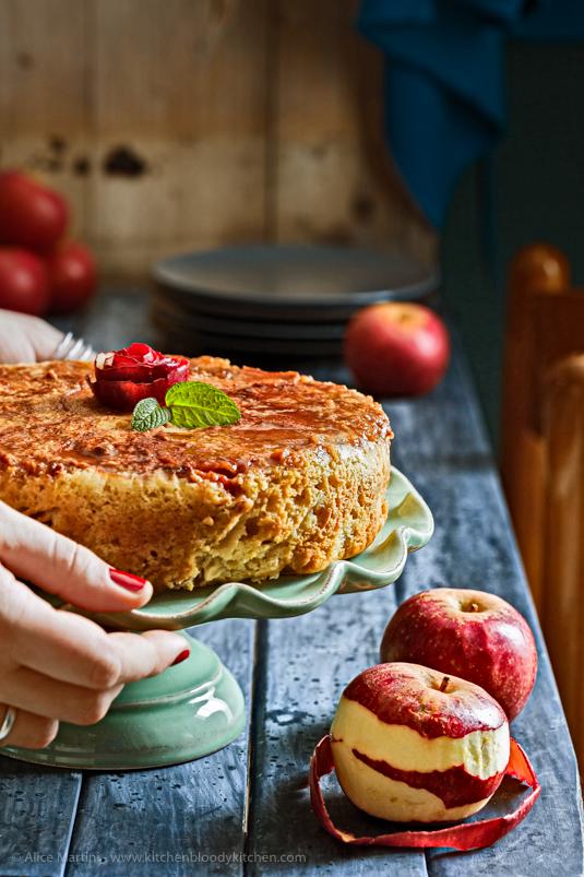 Torta rovesciata di mele | Vegan ma senza ingredienti strani
