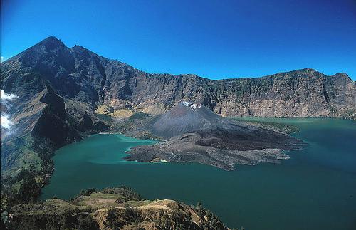 daftar gunung di indonesia menurut lokasi jalur