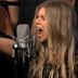 Fergie canta em depedida de Chelsea Handler do canal E!