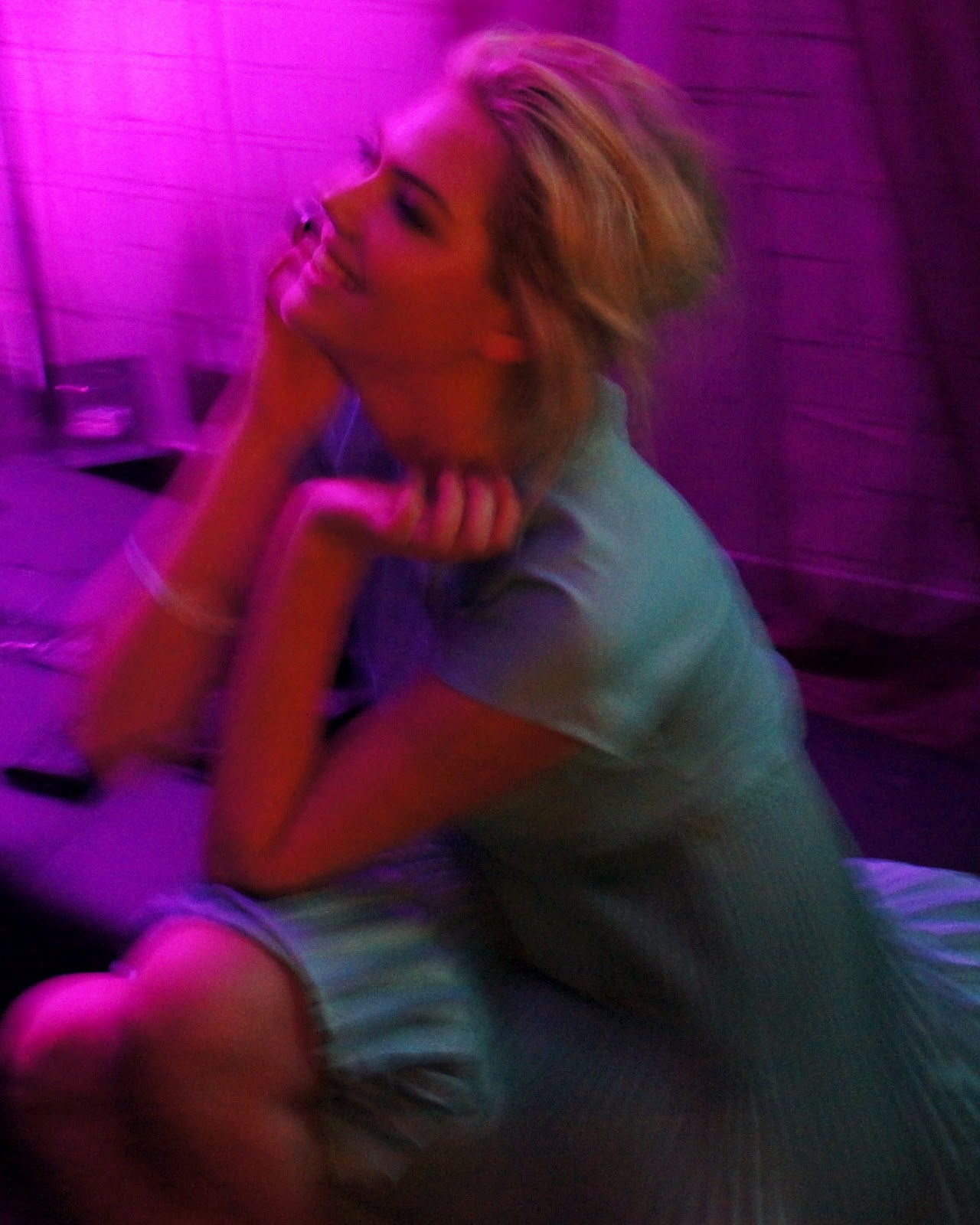 http://4.bp.blogspot.com/-8gPy7mI7AiU/T56rGCQhrLI/AAAAAAAAqwU/Ne9P3Tq4REg/s1600/Kate+upton+Chats+on+the+phone.JPG