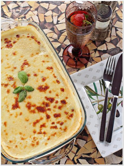 Receita de macarrao gratinado com queijo ao molho bolonhesa e molho branco