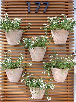Floreira de madeira para parede