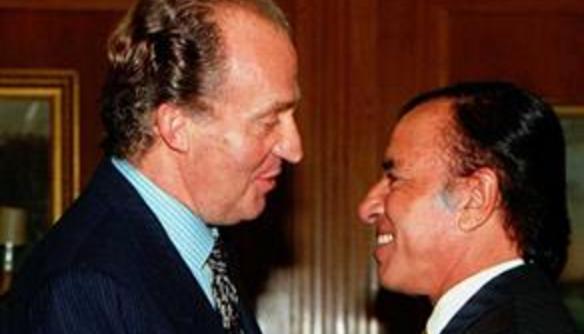 El rey Juan Carlos saluda a Carlos Menem