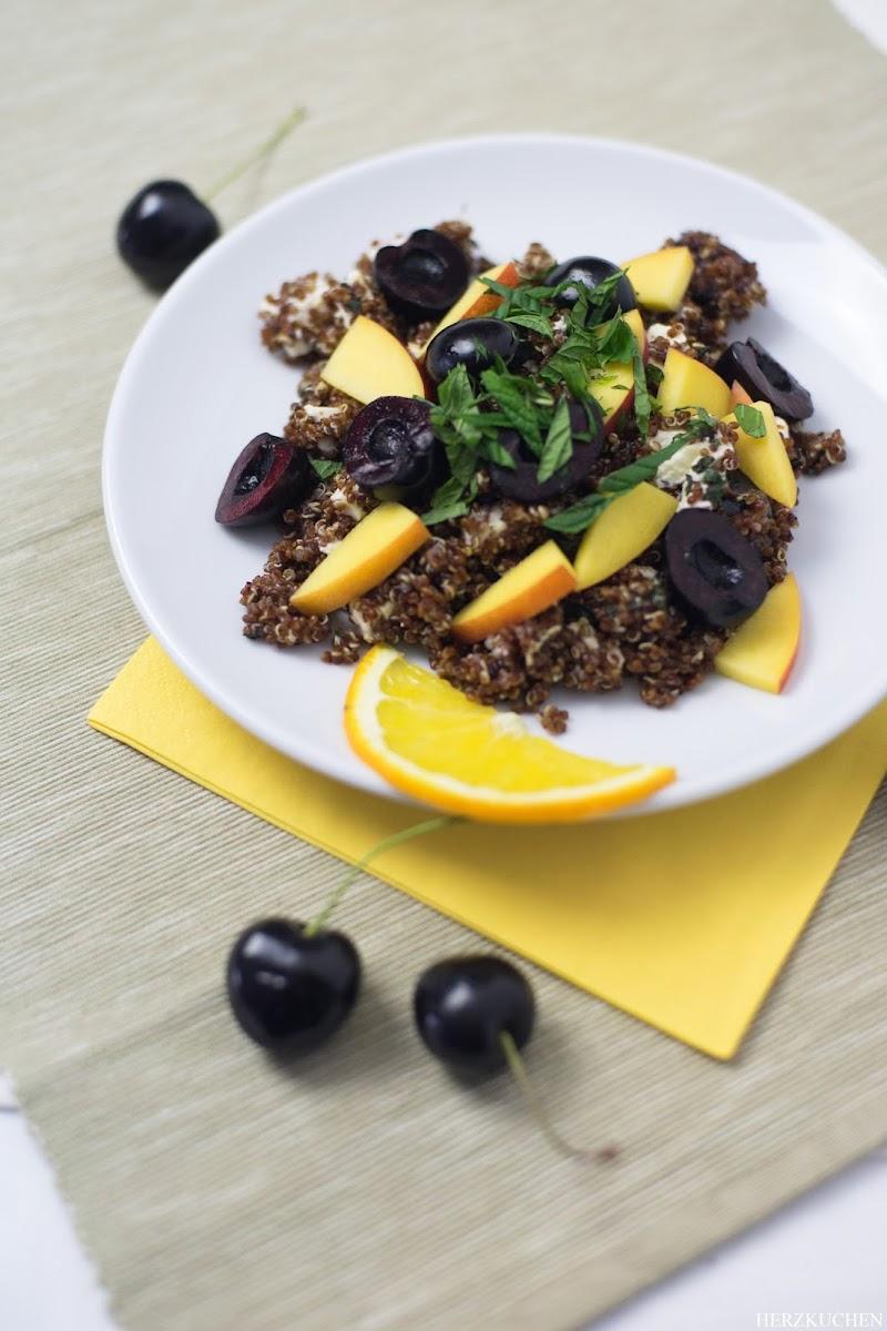 Quinoasalat mit Schafskäse, Kirschen und Nektarinen