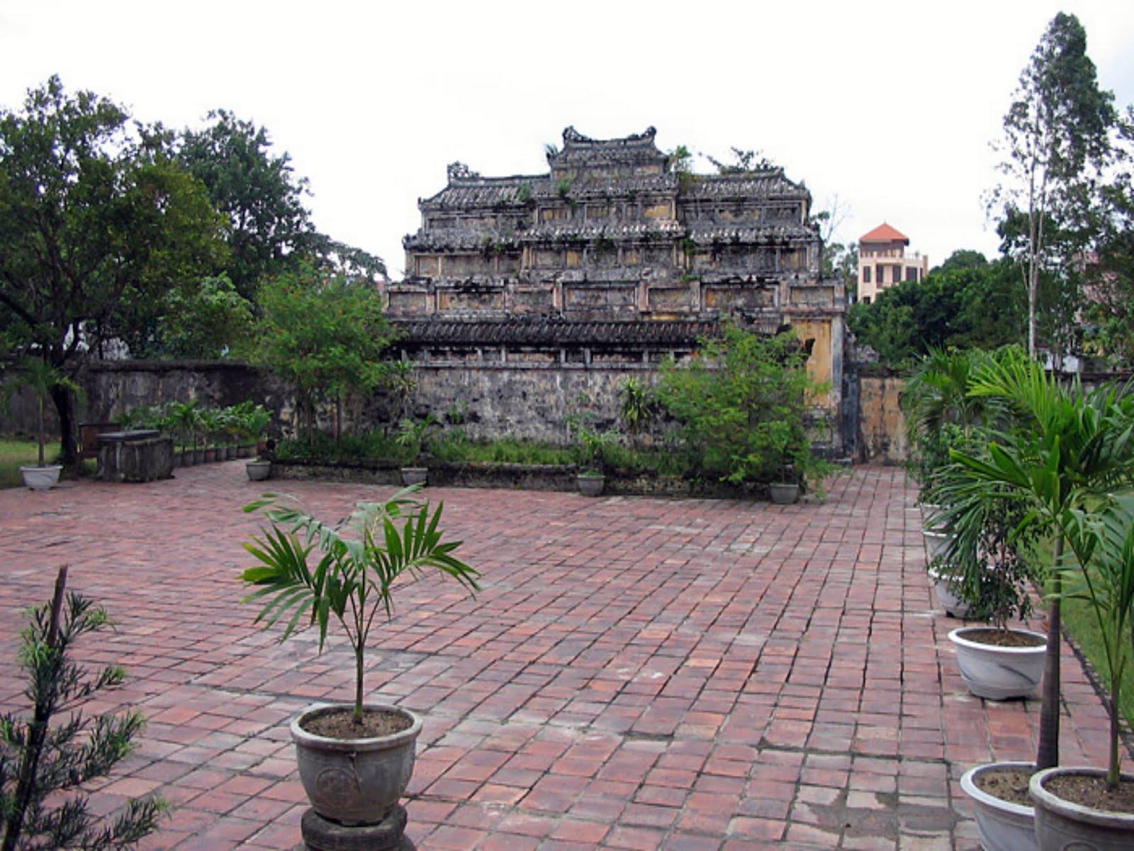 imperial tomb of duc duc hue  vietnam - sarcophagus in the tomb of emperor duc duc in hue imperial  vietnam