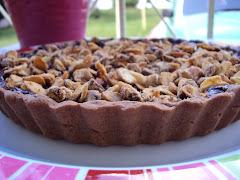 Torta de ganache de nutella com avelãs e amêndoas carameladas