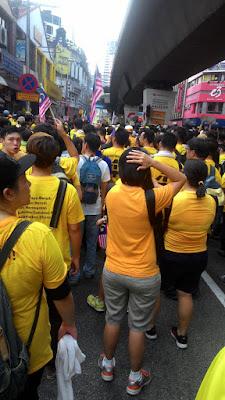 Bersih 4: crowd of protestors in yellow Bersih 4 T shirts Jalan Tun Perak