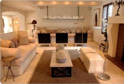 Decoraci n de salas modernas en beige y crema ideas para for Sala de estar larga