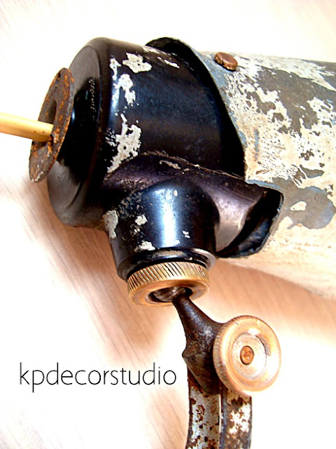 Flexos estilo industrial articulados antiguos con brazo de muelle extensible bometal.