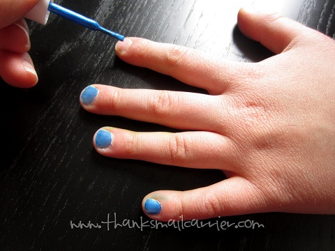 blue fingernail polish