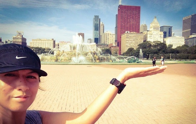 Buckingham Fountain in Chicago - my hands holding people