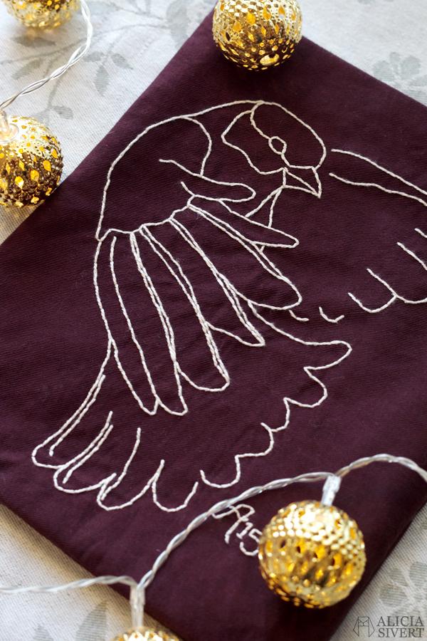 Great tit embroidered pouch by Alicia Sivertsson, 2015. Aliciasivert, alicia sivert, broderi, embroidery, chickadee, talgoxe, konsthantverksdagen spånga 2015, diy, sy, sömnad, saksamlarpåse, påse, börs, skapa, skapande, kreativitet, textile, textil, tyg, inspiration