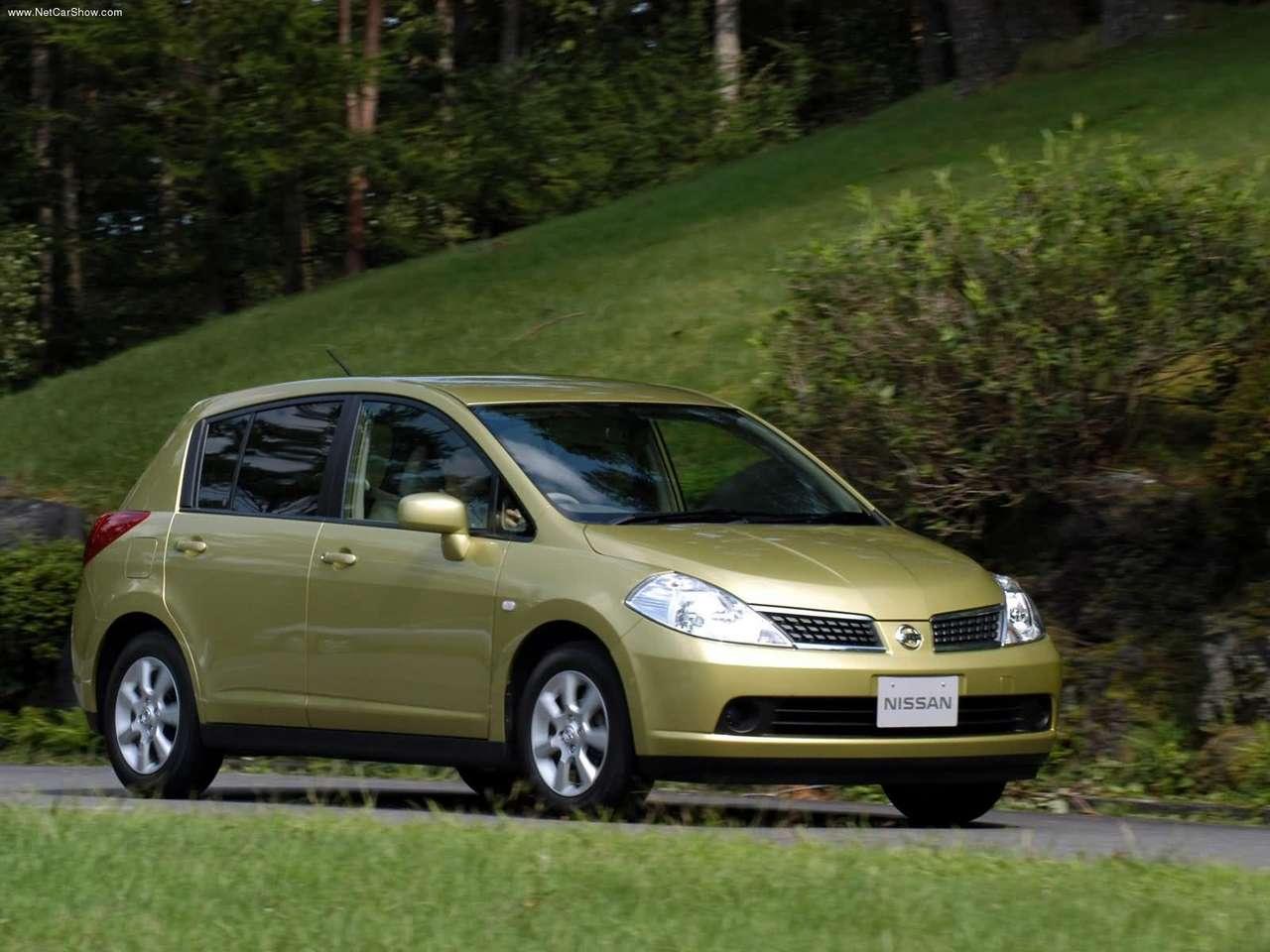 http://4.bp.blogspot.com/-8hr-SNOQnLk/TXtImaQlv4I/AAAAAAAAFaY/KdlVIiPm2mo/s1600/Nissan-Tiida_2004_1280x960_wallpaper_02.jpg