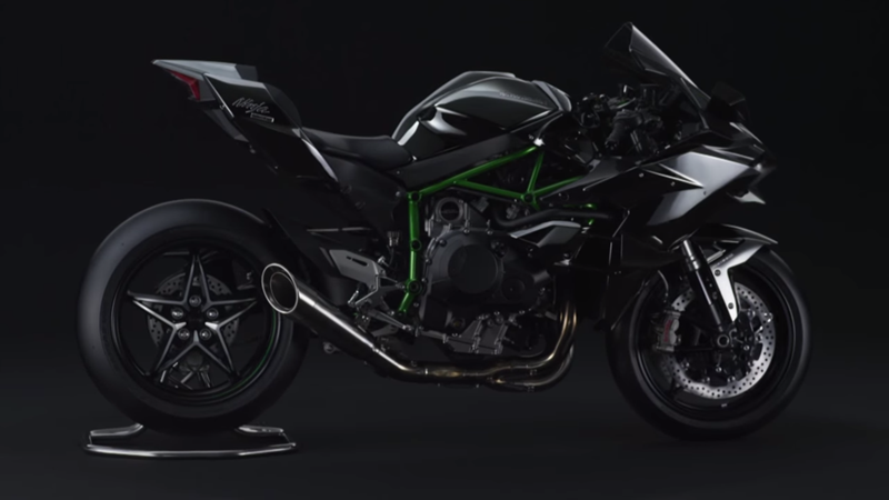 Kawasaki Ninja H2 , power besar tapi menggunakan singel side swing arm . . . tanya kenapa . .