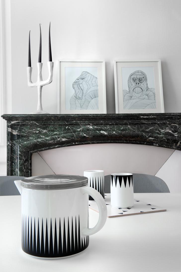 Tableaux et bougeoir design sur cheminée ancienne